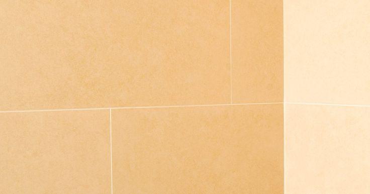 Que tipo de rejunte é usado em juntas de azulejo em um chuveiro?. Seu chuveiro pode brilhar com azulejos reluzentes, mas o que está segurando esses quadrados brilhantes juntos? Acredite ou não, é cimento. A maior parte do rejunte é composta de um material à base de cimento que funciona selando estes azulejos juntos e evitando que a água infiltre. É importante usar o tipo correto de rejunte em um chuveiro, ou ...