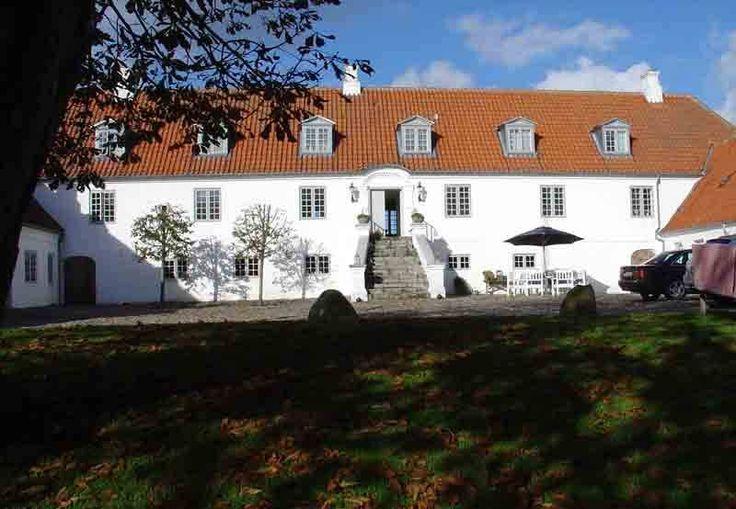 Rysensteen, hovedgård (sædegård) 13 km sydvest for Lemvig.