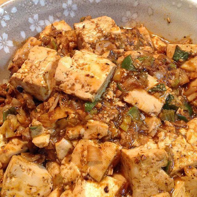 WEBSTA @ ykm__meandher - 2017.3.14(火)今日の#晩御飯 の#一品 ❤️#麻婆豆腐 を作りました材料は豆腐、豚のこま切れ肉(挽肉の代わり)、長ねぎ、CookDo四川式麻婆豆腐の中辛を使ったので簡単です#夕食 #料理 #美味しい #cooking #delicious #yummy #food #tasty #loveit #awesome #all_shots #photooftheday #eat #instadaily #instagood ∵⃝♡⍢⃝ ⍤⃝ ⍨⃝ ∵⃝♡⍢⃝ ⍤⃝ ⍨⃝ ∵⃝♡⍢⃝