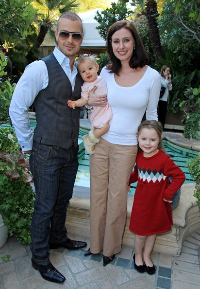 Joey Lawrence and his wife, Chandie and children