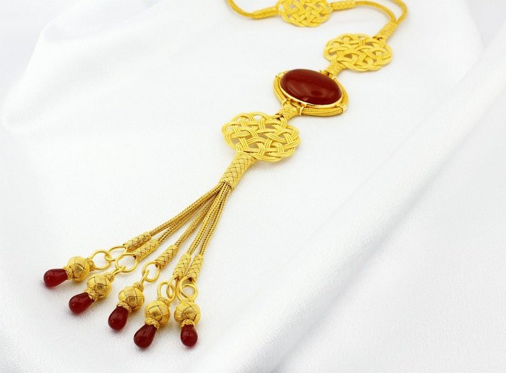 http://esatrabzonkazaziye.com/  Hürrem Sultanın dizide taktığı kolye