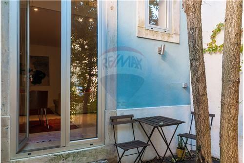 Lisboa, Príncipe Real, Rua Cecílio de Sousa. Apartamento + moradia com 165 m2 mais jardim com 50 m2, renovado. Vendido em Maio de 2015 por 475 mil euros. Vendido por Diogo Neto.
