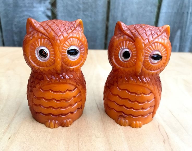 Vintage Owl Shakers, Salt and Pepper Shakers, Mid-Century Owls, Winking Owl Salt and Pepper Shakers, Vintage Owls, Orange Owl Shakers by Vintagetinshed on Etsy
