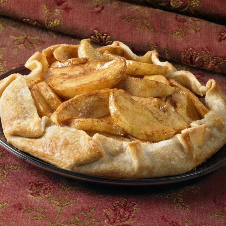 This mouthwatering easy apple pie recipe is always a hit. Use fresh apples and warm spices like cinnamon to make this delicious pie at home.