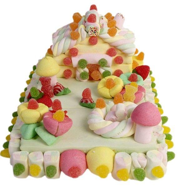 Tartas de nubes y golosinas. Tarta chuches y nubes, casa con paisaje. Todas las tartas llevan la etiqueta del registro sanitario. Se envían recién montadas, se presentan en papel celofán. Peso: 1000 grs.