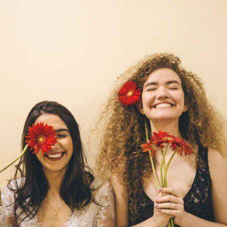 Dupla Anavitória apresenta seu primeiro disco em show singular