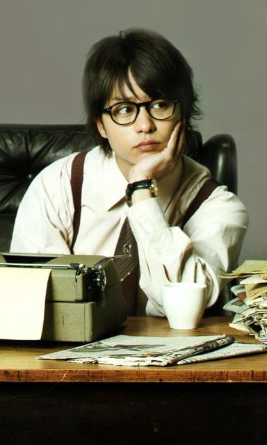 眼鏡姿もカッコイイ桜井翔。