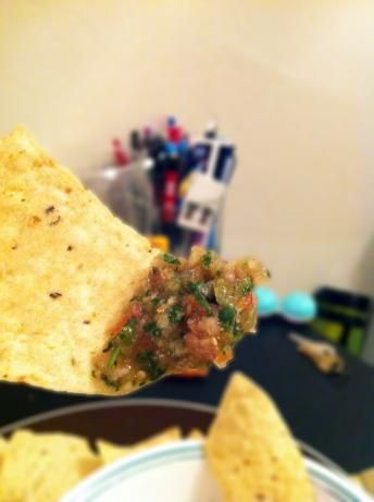 """Love Chipotle's """"green salsa"""" (salsa verde) & want to figure out a mock recipe. This one apparently is pretty good, but not quite as hot. Definitely going to experiment soon!"""