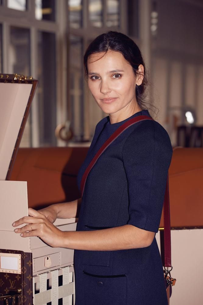 Dans l'atelier historique de Louis Vuitton avec Virginie Ledoyen ...