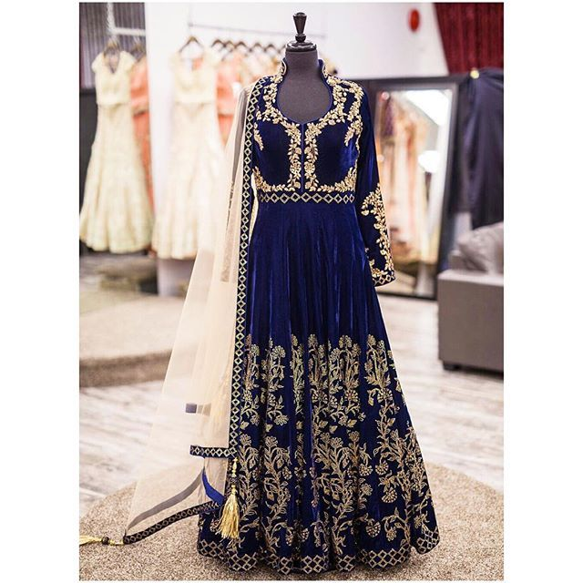 Here's a look at this beautiful blue velvet anarkali gown with zardozi and topaz swarovski embroidary! We love the placement of the embroidary on this outfit. Its breathtaking!! All of our pieces are customizable to meet your requirements and personal style! Email us at sales@wellgroomed.ca Out of the country? We've got you covered! We offer phone and skype consultations as well! Drop by one of our retail locations:  6028 Stevenson Blvd, Fremont California  Unit 321-8218 128 St. Surrey, BC…