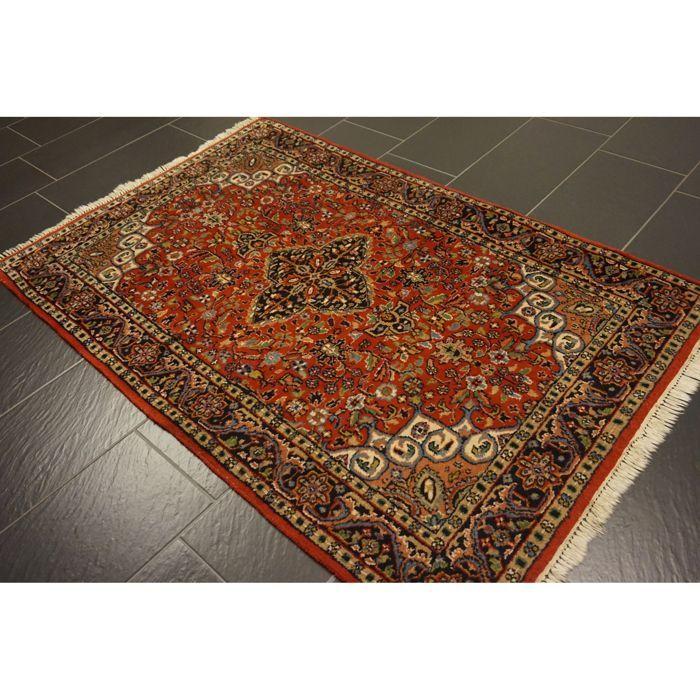 Prachtige handgeweven Indo Isfahan 190 x 125cm gemaakt in India goede staat  Een handgeweven Oosterse Perzisch tapijt wordt aangeboden. Deze tapijten worden vervaardigd in gerenommeerde knopen gebieden.Kijk op het tapijt met geduld en aandacht. Elk handgemaakttapijt is uniek in zijn ontwerp de schoonheid en de harmonie van kleuren en is daaromeen kunstwerk op zich.Provincie van Indo QomGemaakt in IndiaNieuwe wol op katoen rond 1990Het tapijt heeft de afmetingen van 190 x 125 cm.Veiling…