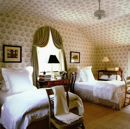 Bowood Print Floral Chintz Fabric Colefax and Fowler | Gil Schafer | Traditional Bedroom