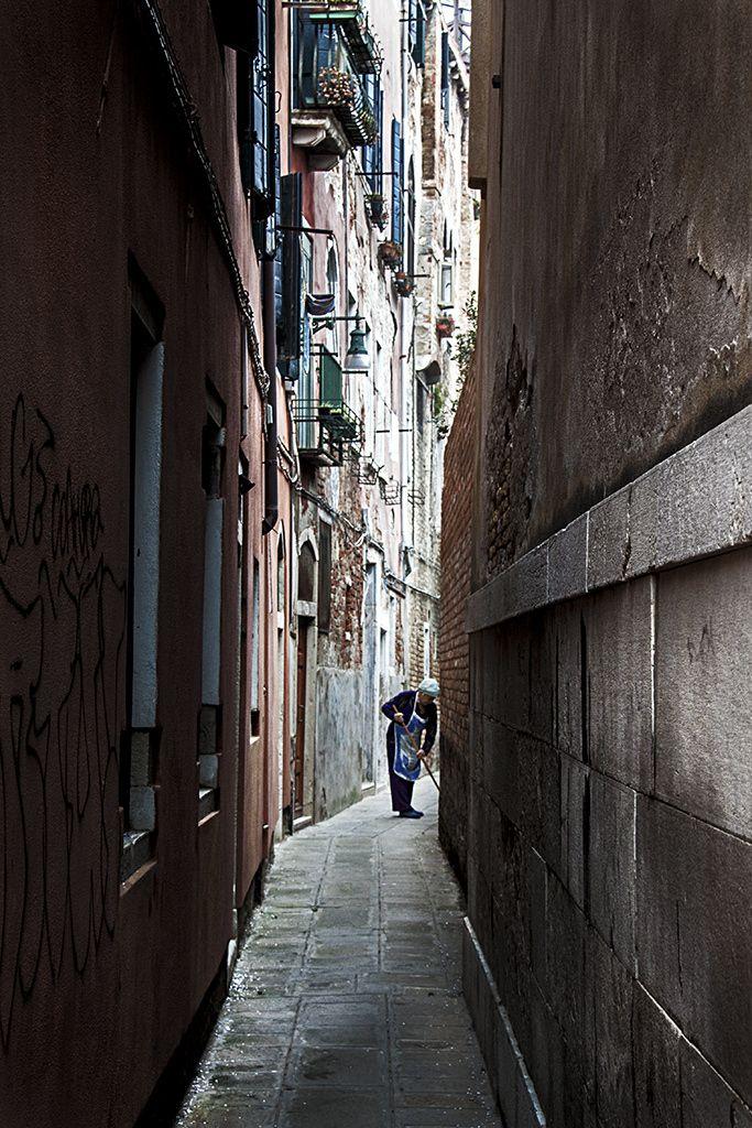 #alley #vicolo #venezia #venice  Alley by Francesco Biddle on 500px