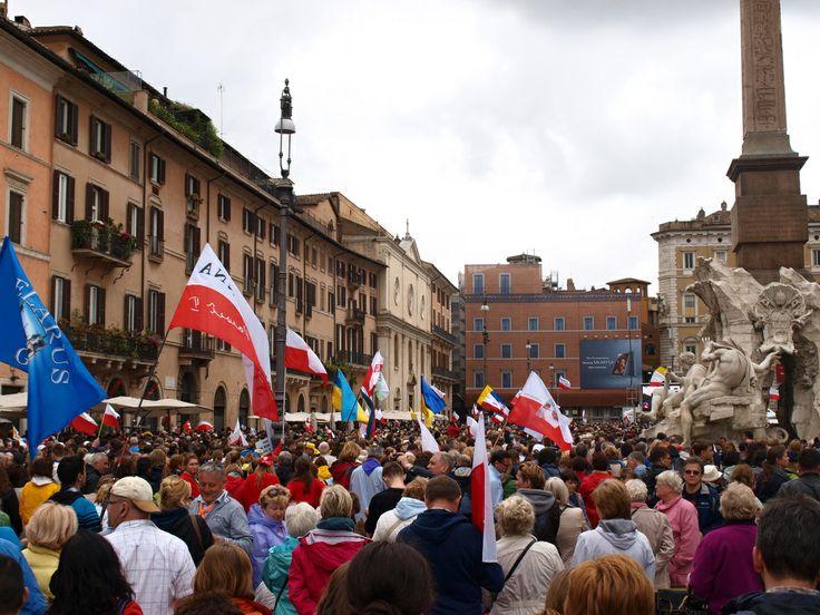 Na svätorečení Jána Pavla II. a Jána XXIII. v Ríme na námestí Navona. Poliaci, Poliaci, Poliaci. Pozri blog post: http://bybetaseyes.weebly.com/