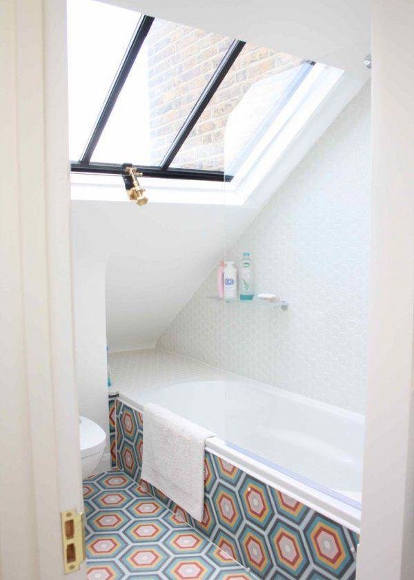 Industrial windows in the bathroom / Verrière: une cloison vitrée dans la salle de bain / Carrelage coloré dans la salle de bain