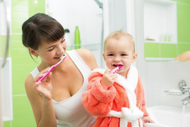 5 trucuri pentru a-l determina pe copil sa se spele pe dinti