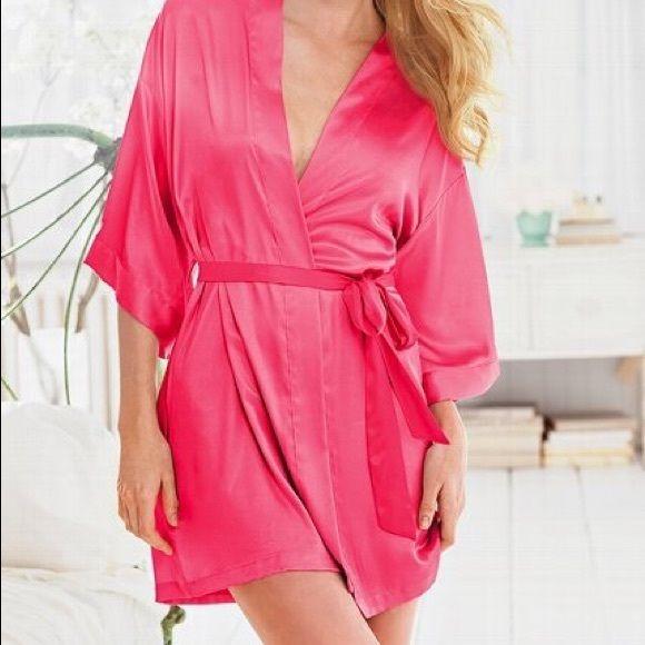 Victoria's Secret Pink silk robe Pink VS robe! Never worn Victoria's Secret Intimates & Sleepwear Robes