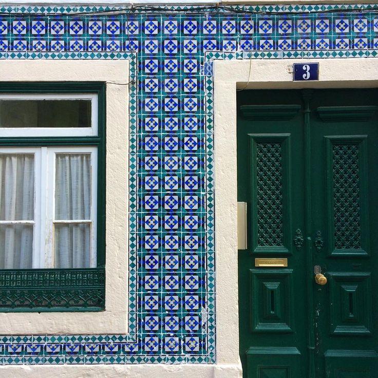 #azulejo #azulejos #tile #tiles #glazedtiles #design #pattern #patterns #patternedtiles #urban #art #urbanart #azulejoportugues #portuguesetiles #azulejospadrao #amantedelosazulejos #azulejosdeportugal #azulejocollector #portugal_lovers #wanderlust #igersportugal #travel #lisboa #portugal #streetphotography #gerador #architecture #p3top #vintage #minimal