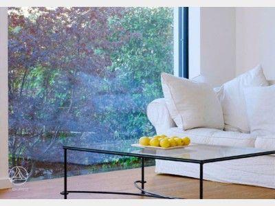 Filigrane Glastische Und Bodentiefe Fenster Wohnzimmer Ergnzen Sich Perfekt Passen Gut Zu Polstermbeln In Neutralen Hellen Farben Ein Schli