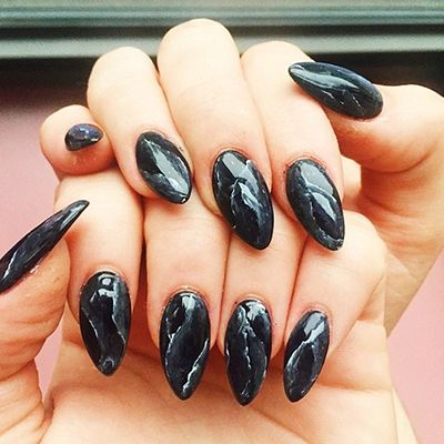 Marble design, almond-shape acrylic nails inspired by Kylie Kardashian