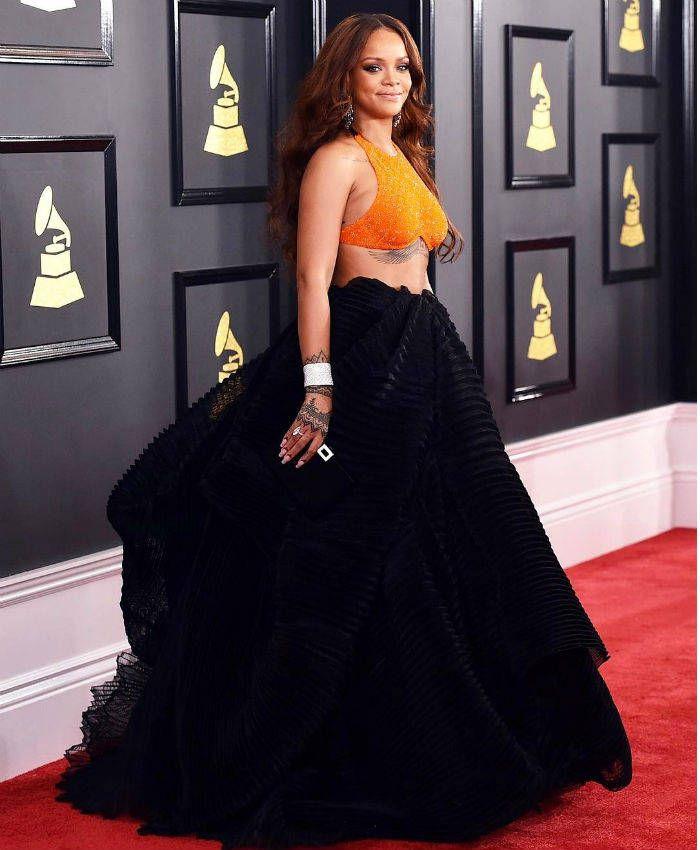 Conoce los costosos calcetines de 25 mil pesos de #Rihanna