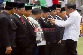 Bupati dan Petani Tabanan Terima Satya Lencana - http://denpostnews.com/2017/05/07/bupati-dan-petani-tabanan-terima-satya-lencana/