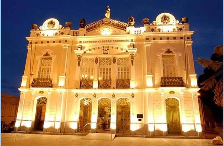 Teatro Alberto Maranhão - Natal - RN- Brasil - A construção histórica em estilo neoclássico é considerada uma das mais belas de Natal. Tombado pelo Patrimônio Histórico Nacional, abriga hoje a orquestra sinfônica do Rio Grande do Norte e o corpo de baile do balé municipal. Foi inaugurado no ano de 1904, sendo que na época, o teatro era denominado Carlos Gomes.