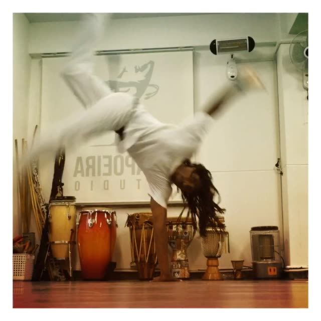 Train capoeira!