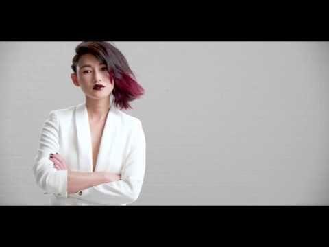 L'Oréal Professionnel présente 4 #ITLOOKS portés par 4 #ITGIRLS, à la pointe des tendances couleurs, coupes et coiffages : http://lorealprofessionnel.fr/inspiration   1) PINK SPLASHLIGHT porté par Poppy Delevingne 2) SIDE-SWEPT RED OMBRÉ porté par Chen Ran 3) BRONDE porté par Malena Costa 4) MOCHA BLONDE PIXIE porté par Pixie Geldof