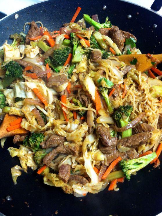 Beef Yakisoba. looks yummy AND healthy!