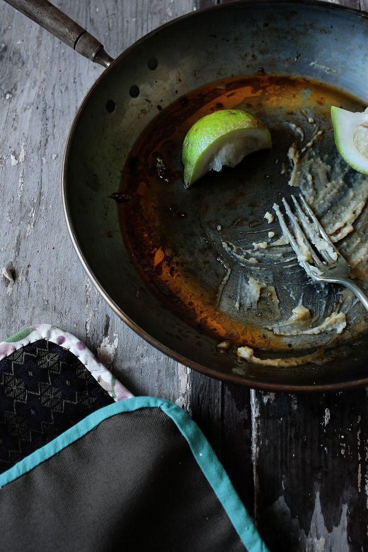 Pratos e Travessas: Costeletas de porco com pasta de pimentão doce, alho, sumagre e oregãos | Pork chops with oregano, sumac, garlic and paprika paste | Food, photography and stories