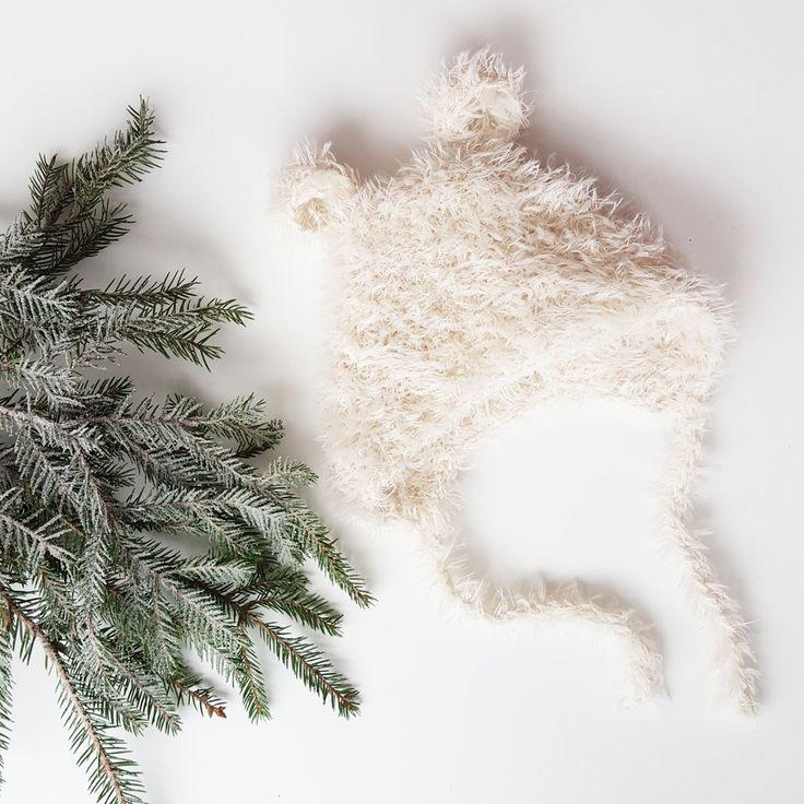 LillebjørnMorsom og supersøt lue i varmt og mykt pelsgarn, til ettårsfotograferingen,  karnevalet, eller de fine hverdagene. Hele lua, inkludert snorer og ører,  er strikket i ett stykke og er således helt sømløs, og med bare rette  masker er den både kjappstrikket og utrolig fleksibel. Garnet er veldig
