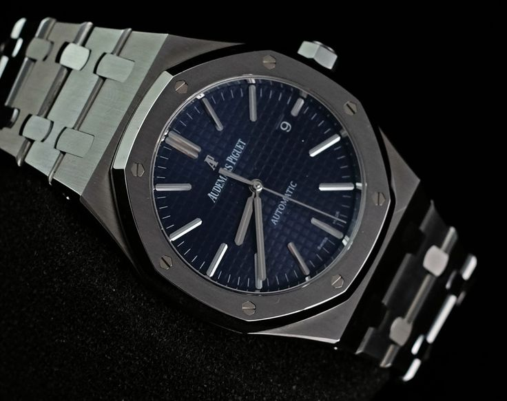 Audemars Piguet RoyalOak Blue Dial Boutique Edition  Ref. No. 15400ST.OO.1220ST.03 Movement Automatic Case material Steel Case diameter 41mm Dial Blue Bracelet material Steel Functions Date Condition 95% (Fullset Box Manual Paper)  WE ARE BASED AT JAKARTA please contact us for any inquiry : whatsapp : +6285723925777 blackberry pin : 2bf5e6b9 #AUDEMARSPIGUET #HOROLOGIE #WATCHFORSALE #FORSALE #LUXURY #LUXURYWATCH #BILLION #MILLION #VVIP #JAKARTA