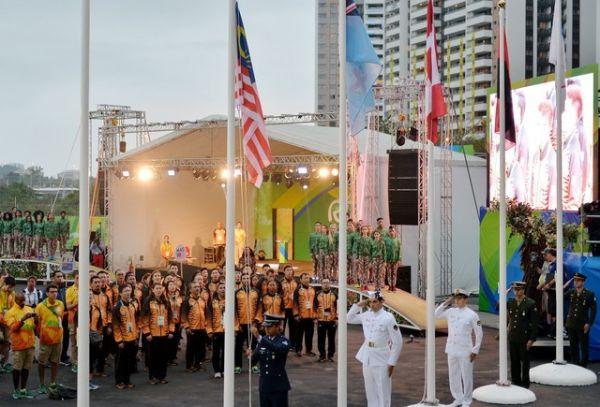 Bandera de Malasia ondea en villa olímpica de Río. Visite nuestra página y sea parte de nuestra conversación: http://www.namnewsnetwork.org/v3/spanish/index.php  #nnn #bernama #malasia #malaysia #sports #deportes #olimpiadas #olympics #news #noticias #rio #rio2016 #brazil #brasil