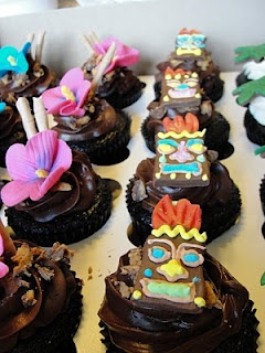 Oh, just put a cupcake in it....: Tiki party cupcakes