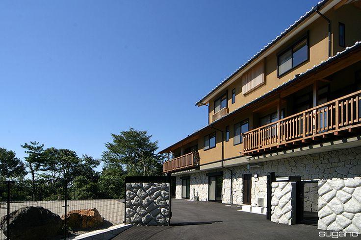 高低差のある敷地に、地下1階建て、地上2階建ての住宅。 #菅野企画設計  #家づくり #住宅 #新築住宅 #木造住宅 #外観 #家 #設計事務所 #菅野企画設計