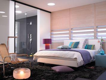 janela na cabeceira da cama