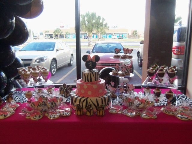 minnie mouse zebra party :) so cute