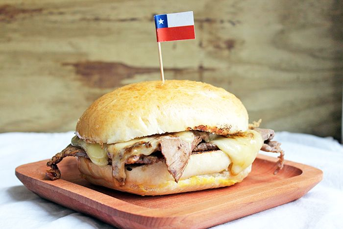 Recipe of the Barros Luco sadwich, a version of this traditional Chilean sandwich, very simple to make.