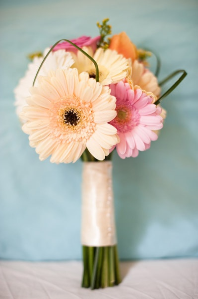 Gerber Daisey Wedding Bouquet.....exactly it Courtney & Cassidy!!!!