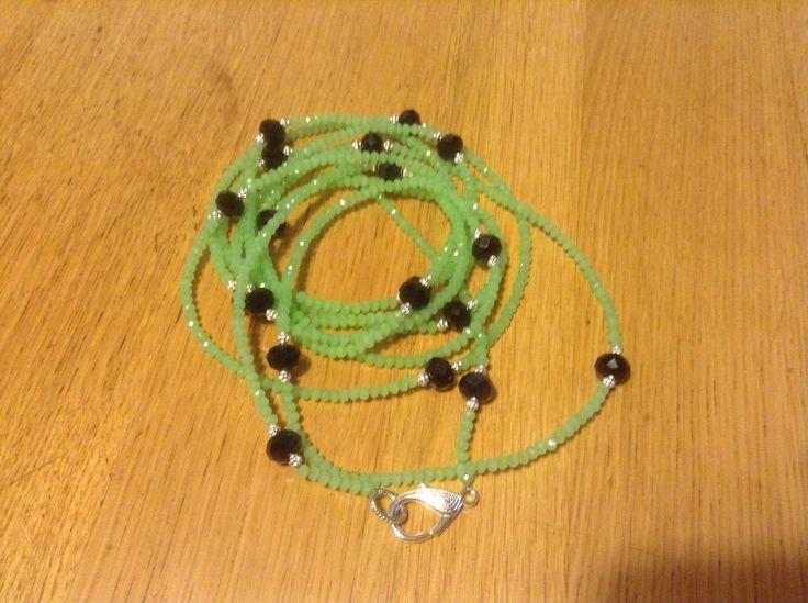 Collana verde  acqua con pietre nere