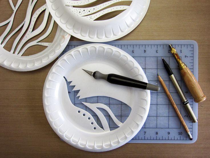 Schablone aus Papiertellern