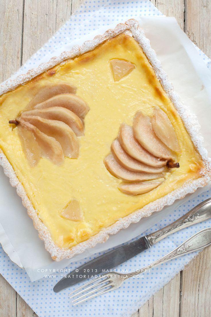 Una friabile crostata ripiena di morbida crema di ricotta aromatizzata e guarnita con pere caramellate e aromatizzate al Grand Marnier. Bella da vedersi e buonissima da mangiare