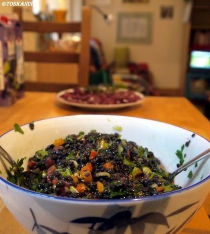 Beluga-Linsen-Salat mit glasierter Geflügelleber - Rezept - kochbar.de