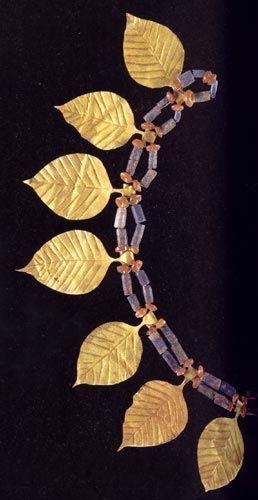 Шумерское ожерелье из лазурита и сердолика с золотыми листьями