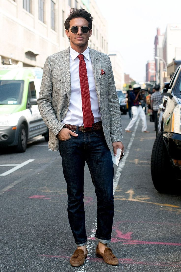 look: grey jacket + white shirt + dark blue jeans + brown accessories + red tie | Casual chic!