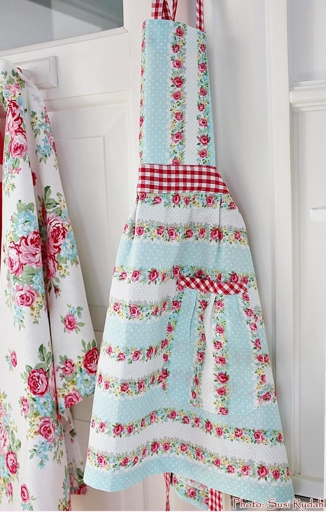 Mmmmm.... aqua and red apron