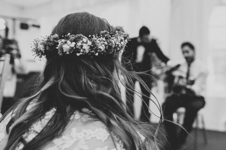 Bride. Corona de flores.