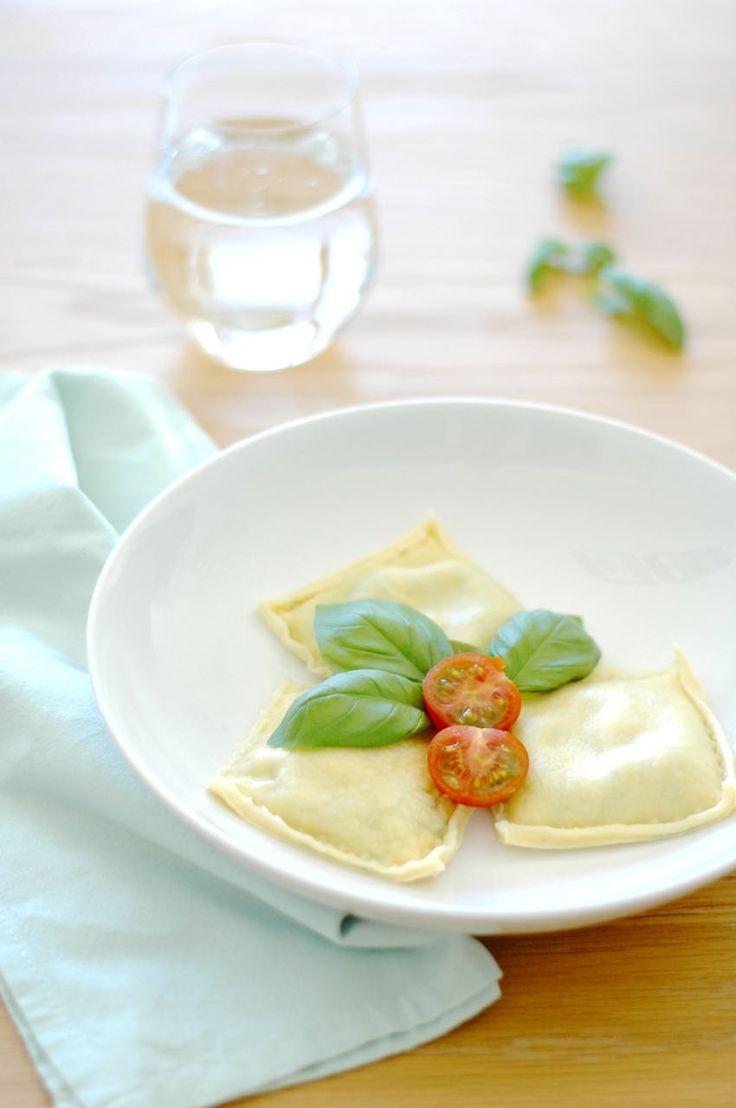 Een heerlijk en eenvoudig recept waarmee je zelf verse ravioli met ricotta en spinazie op tafel zet! Eet smakelijk!