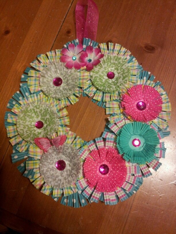 spring craft ideas | Spring wreath from cupcake liners